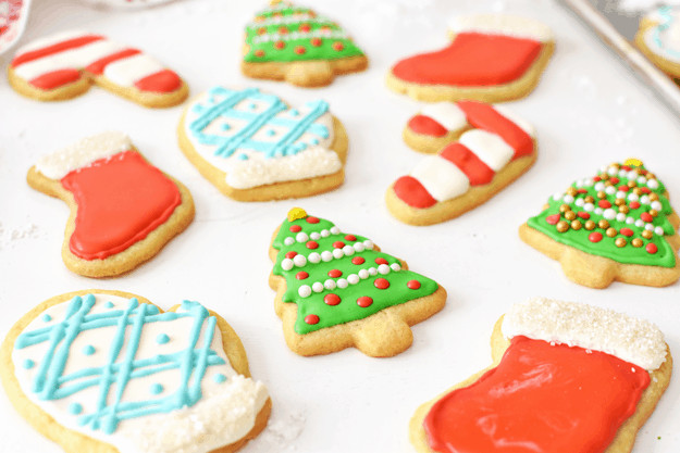 Christmas Sugar Cookies With Icing  How to Make Holiday Sugar Cookies with Royal Icing