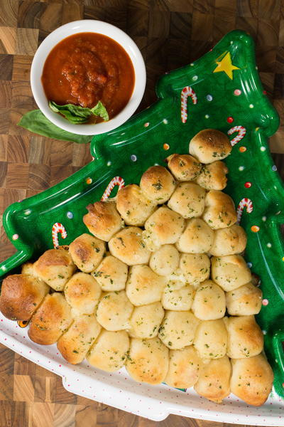 Christmas Tree Pull Apart Bread  18 Christmas Party Appetizer Recipes