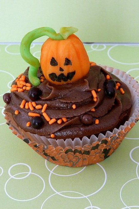 Cool Halloween Cupcakes  COOL HALLOWEEN CUPCAKE IDEAS family holiday guide to