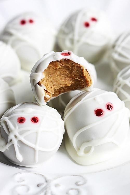 Creative Halloween Desserts  23 Spooky & Creative Halloween Treats