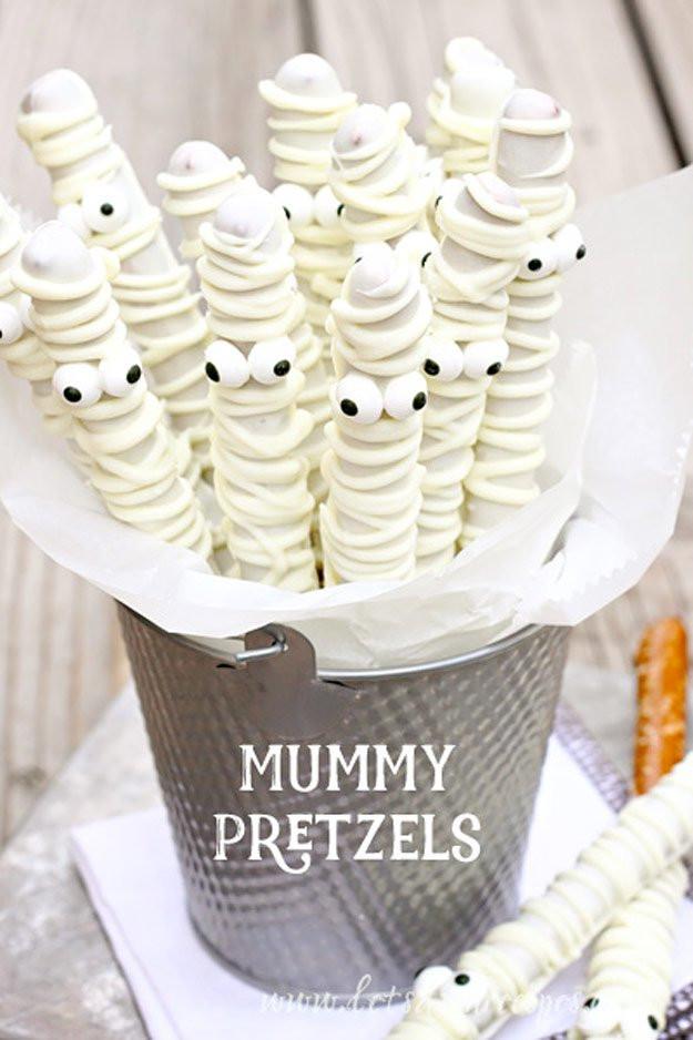 Creepy Halloween Desserts  Halloween Spooky Treats