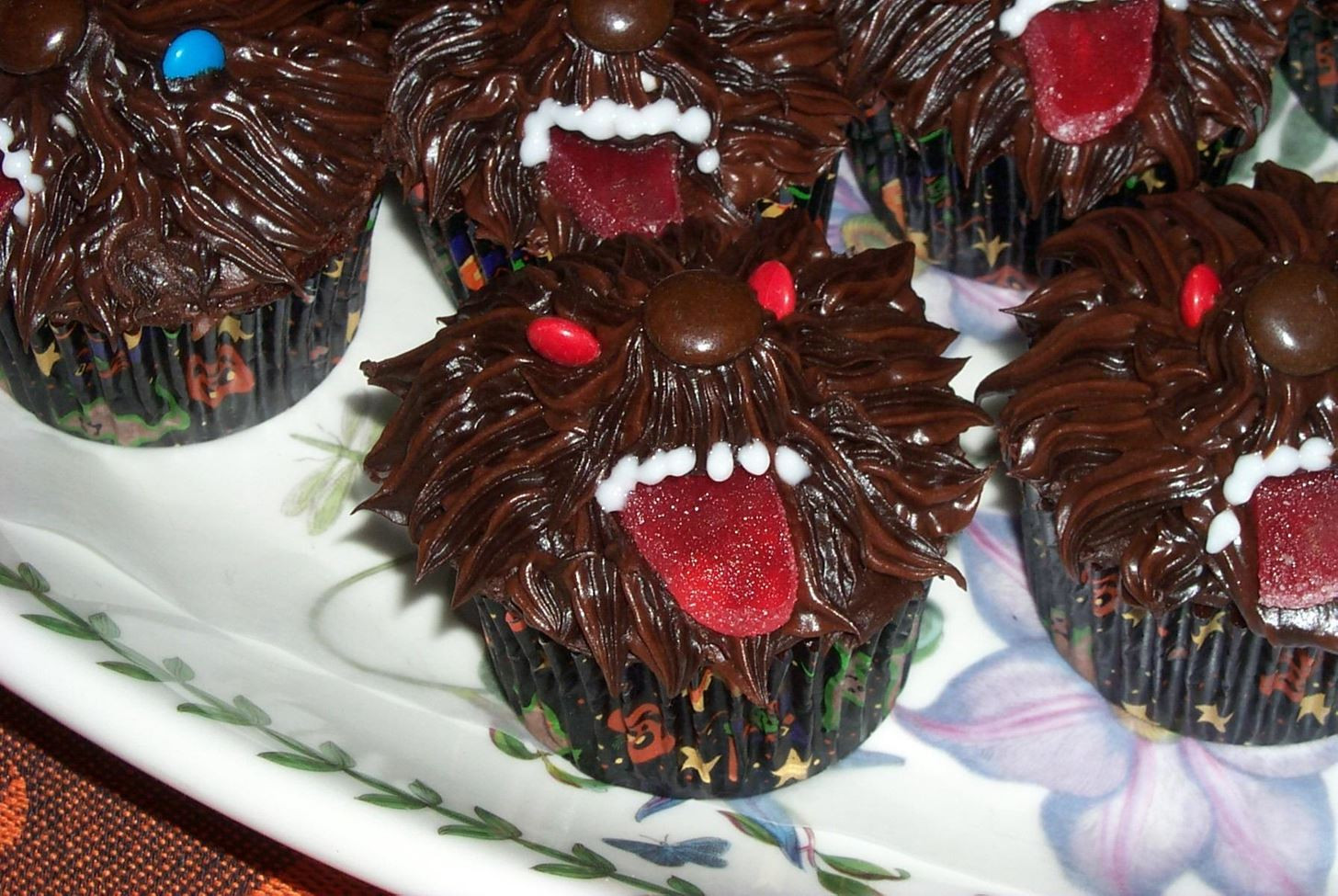 Creepy Halloween Desserts  Killer Cupcakes 6 Cute & Creepy Halloween Desserts Food