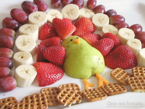Cute Easy Thanksgiving Desserts  Cute turkey fruit platter cleanandscentsible