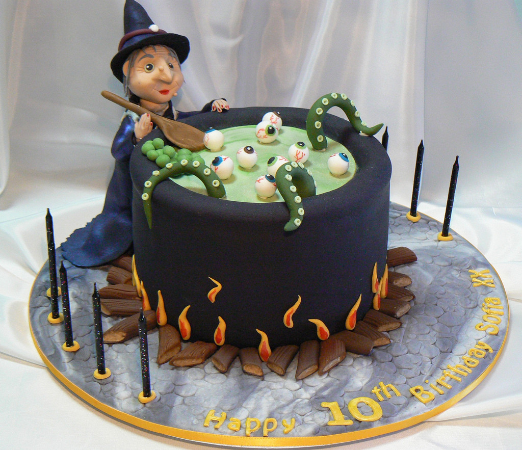 Cute Halloween Cakes  Index of wp content 2013 08