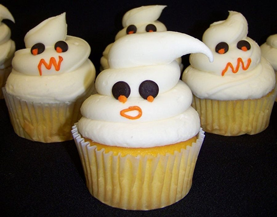Cute Halloween Cupcakes  Simply Spook tacular Tricks and Treats at Disney Parks