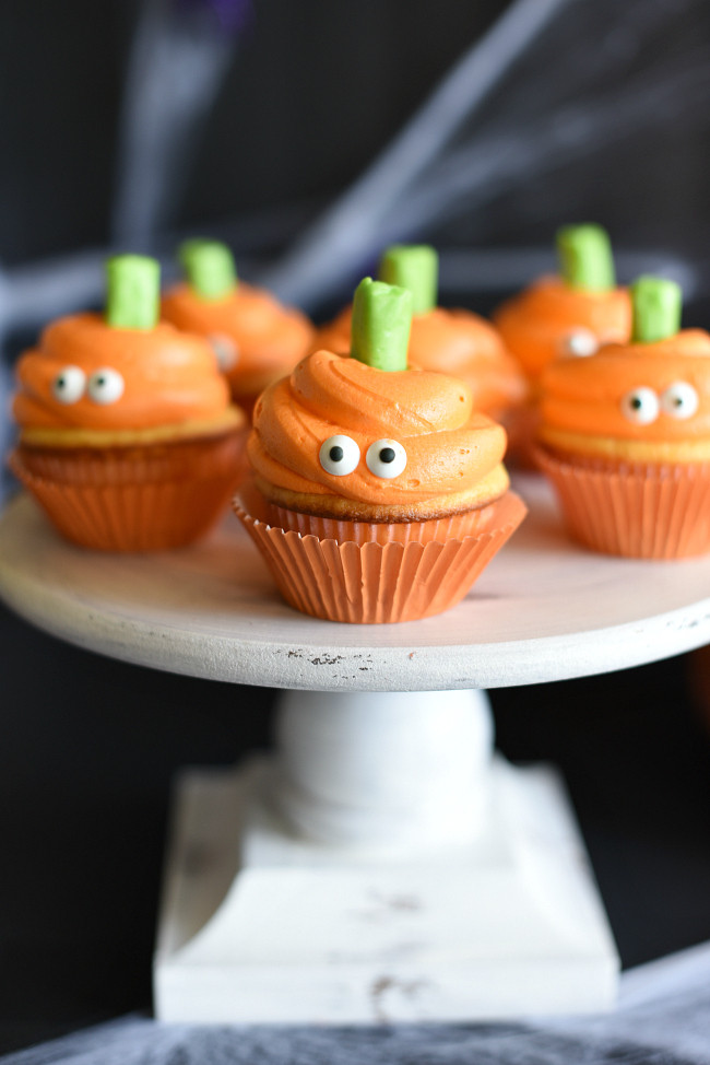 Cute Halloween Cupcakes  Easy Halloween Cupcakes with Pumpkin Faces – Fun Squared