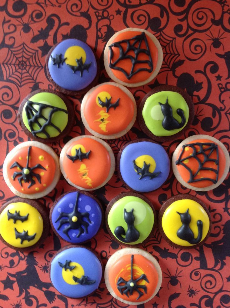 Decorating Halloween Cookies  113 best round cookies decorated images on Pinterest