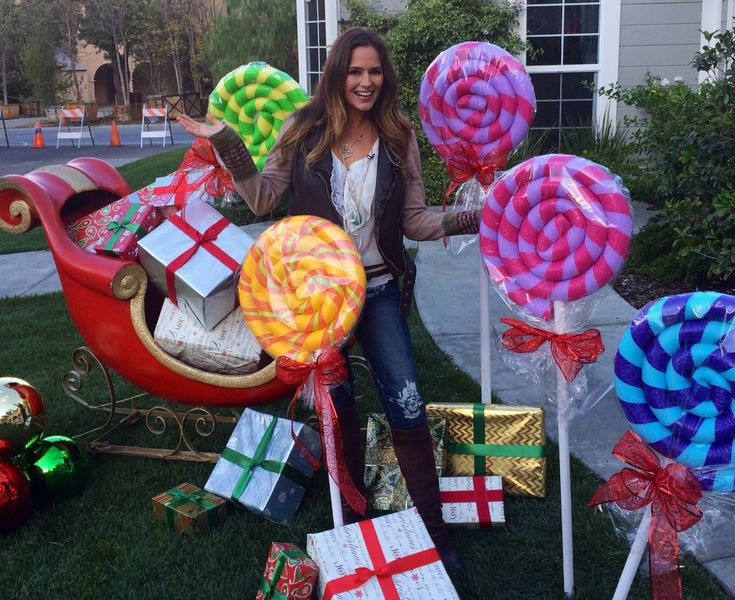 Diy Christmas Candy Decorations  giant lipop decorations from Pool noodles and PVC pipe