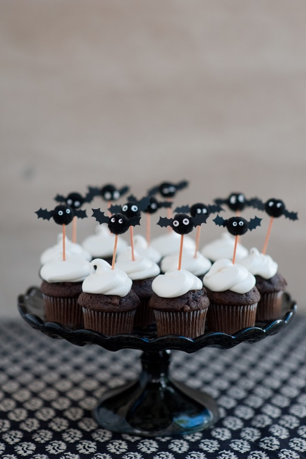 Diy Halloween Cupcakes  Pom Pom Bat Cupcake Toppers DIY