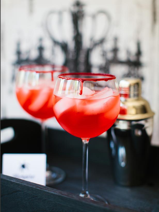 Easy Halloween Alcoholic Drinks  Halloween Drink Recipes