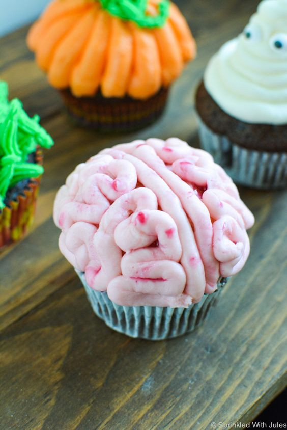 Easy Halloween Cupcakes Decorations  4 Easy Halloween Cupcake Ideas