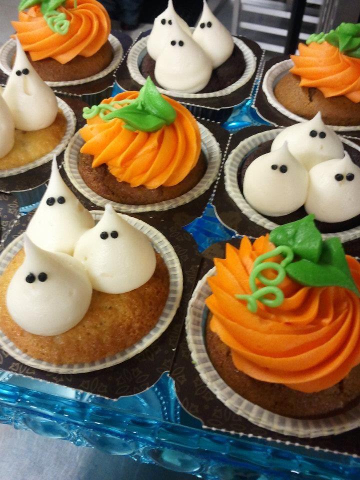 Easy Halloween Cupcakes Decorations  Easy Halloween cupcake decoration ideas Cakes