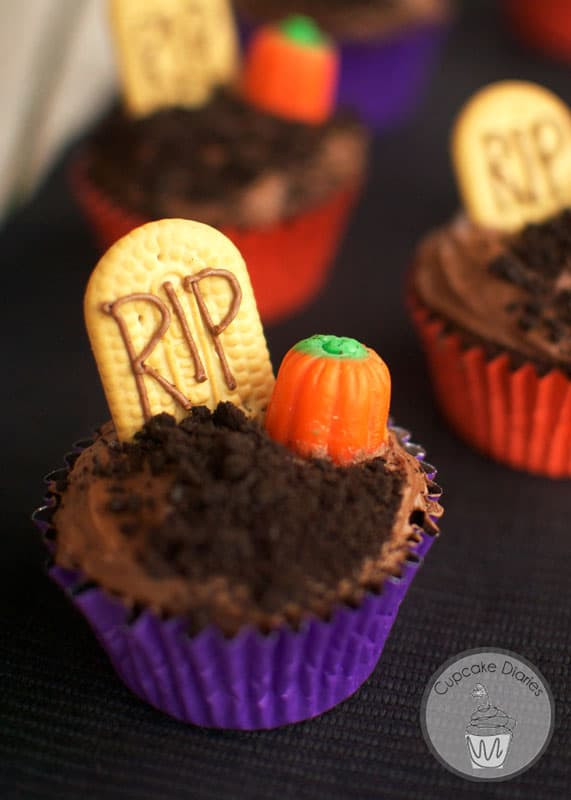 Easy Halloween Cupcakes For School  Graveyard Cupcakes 30 Days of Halloween 2014 Day 1