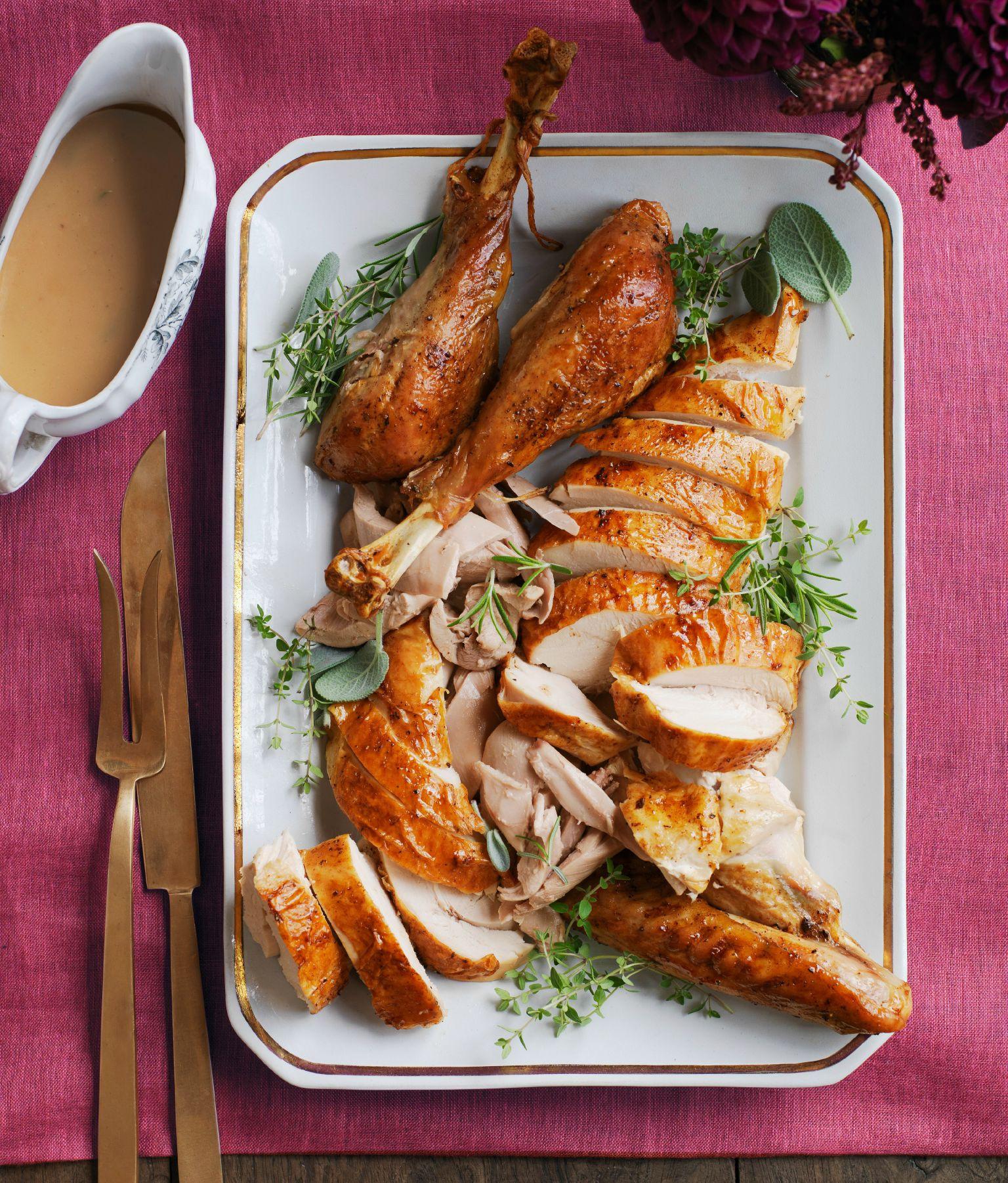 Easy Thanksgiving Turkey  30 Easy Thanksgiving Turkey Recipes Best Roasted Turkey