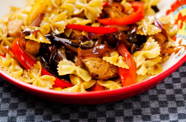 Farfalle Pasta Recipes Vegetarian  Chicken farfalle with sweet peppers and aubergine recipe
