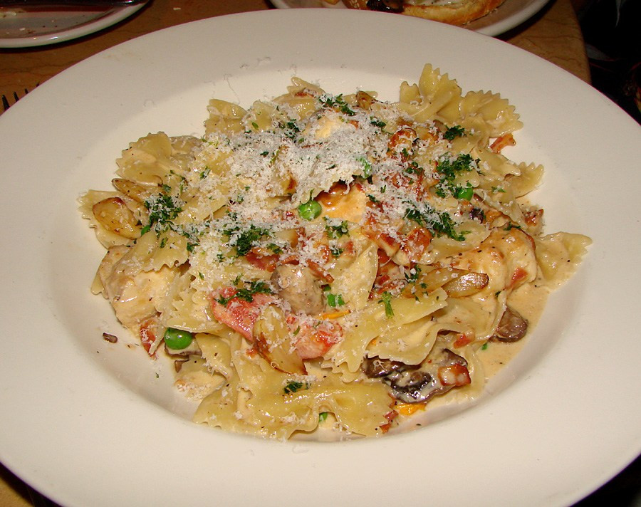 Farfalle With Chicken And Roasted Garlic  Waikiki Eats The Cheesecake Factory – Tasty Island