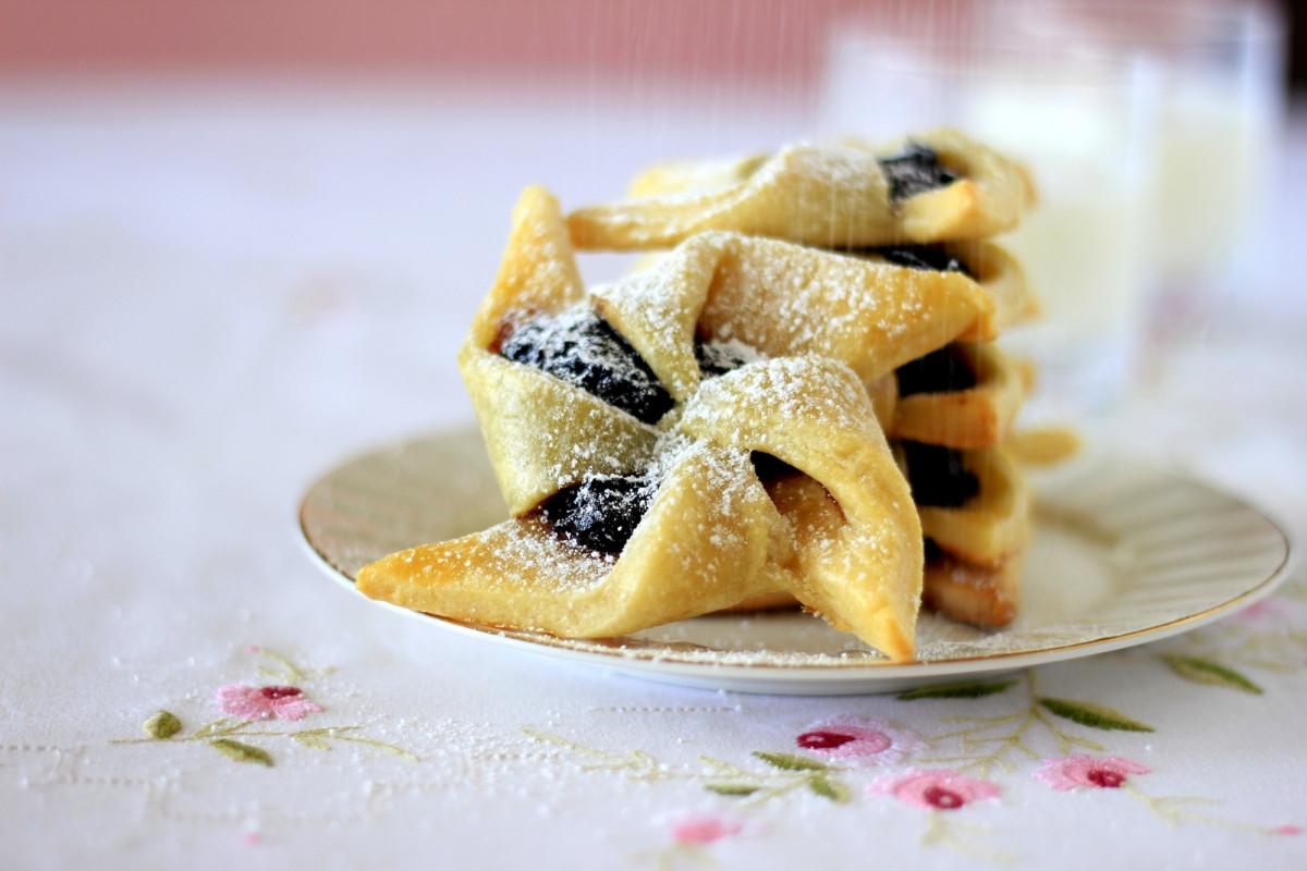Finland Christmas Cookies  Joulutorttu – Finnish Christmas Jam Tarts cake crumbs