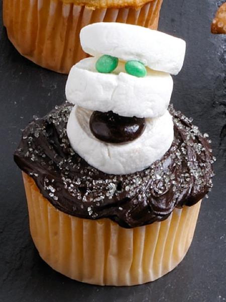 Fun Halloween Cupcakes  Halloween Dessert Ideas – DessertedPlanet