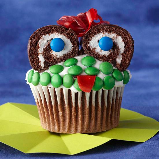 Funny Halloween Cupcakes  DIY Food Decorating Halloween Cupcakes with Your Kids