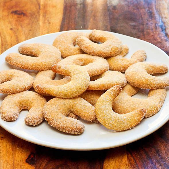 German Christmas Cookies  Vanilla Crescent Cookies German Christmas Cookies