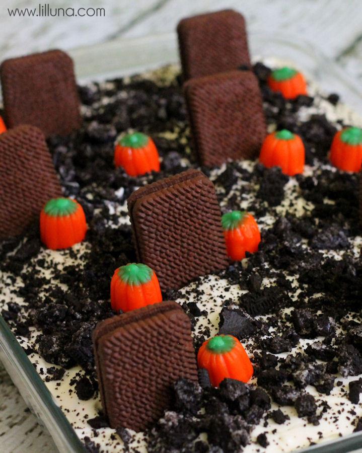 Graveyard Cakes Halloween  Graveyard Dirt Cake