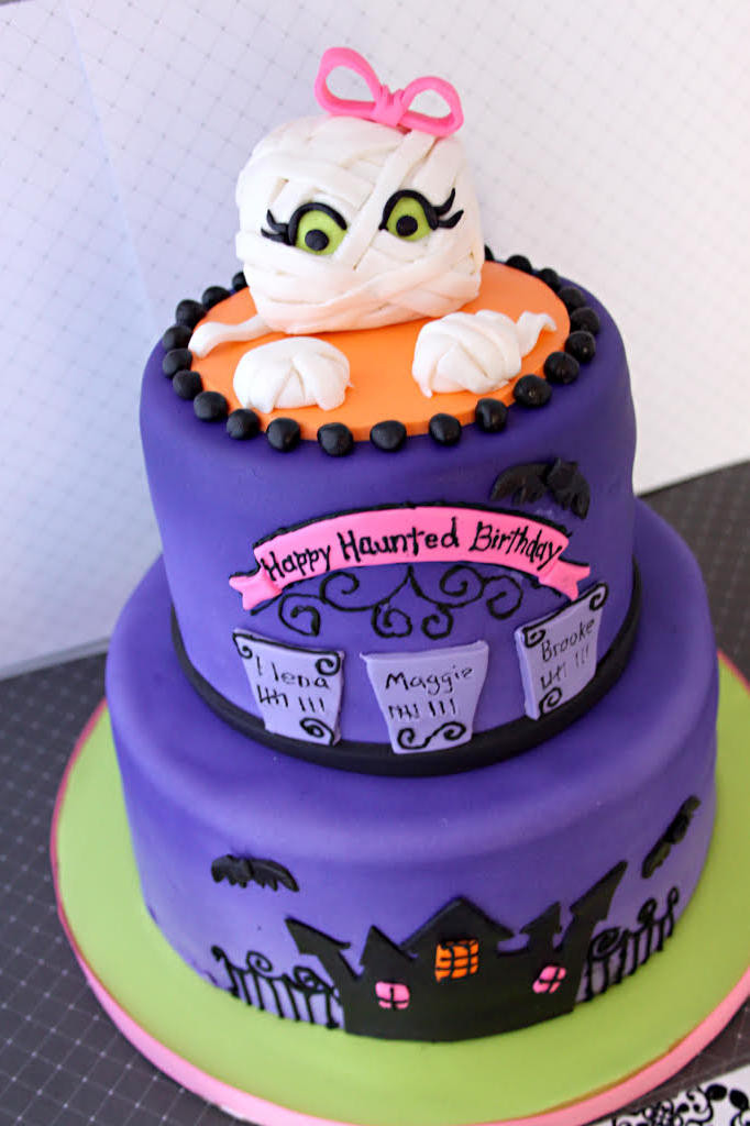 Halloween 1St Birthday Cake  13 Ghoulishly Festive Halloween Birthday Cakes Southern
