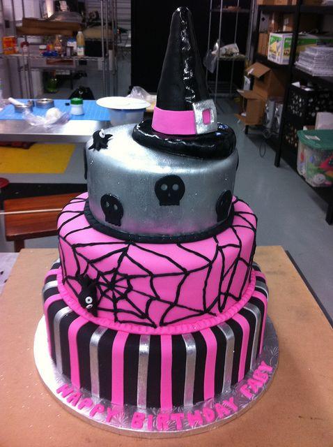 Halloween Birthday Cake Ideas  Best 25 Halloween birthday cakes ideas on Pinterest