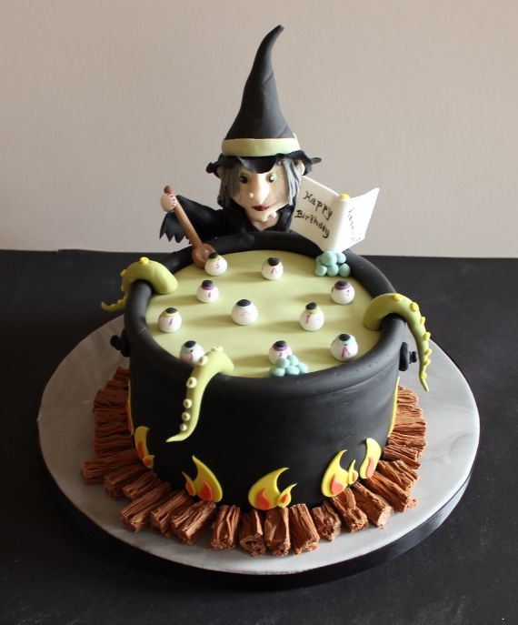 Halloween Birthday Cake Pictures  17 Best ideas about Scary Halloween Cakes on Pinterest