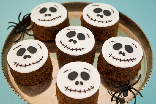 Halloween Brownies Decorating  DECK THE HOLIDAY S 10 28 11