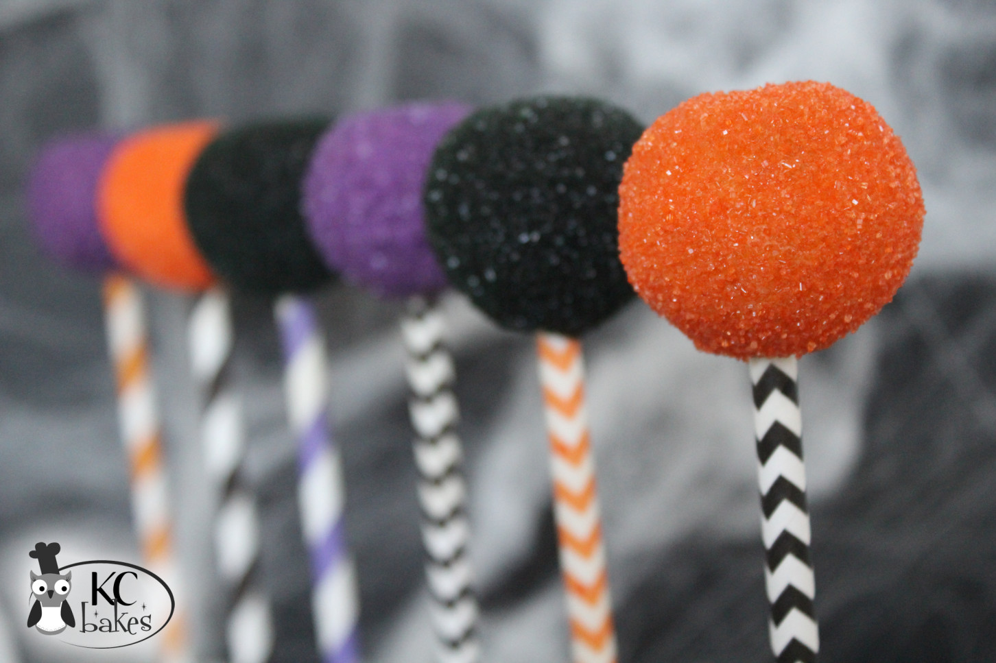 Halloween Cake Pops Recipe  Halloween Cake Pops FREE Printables