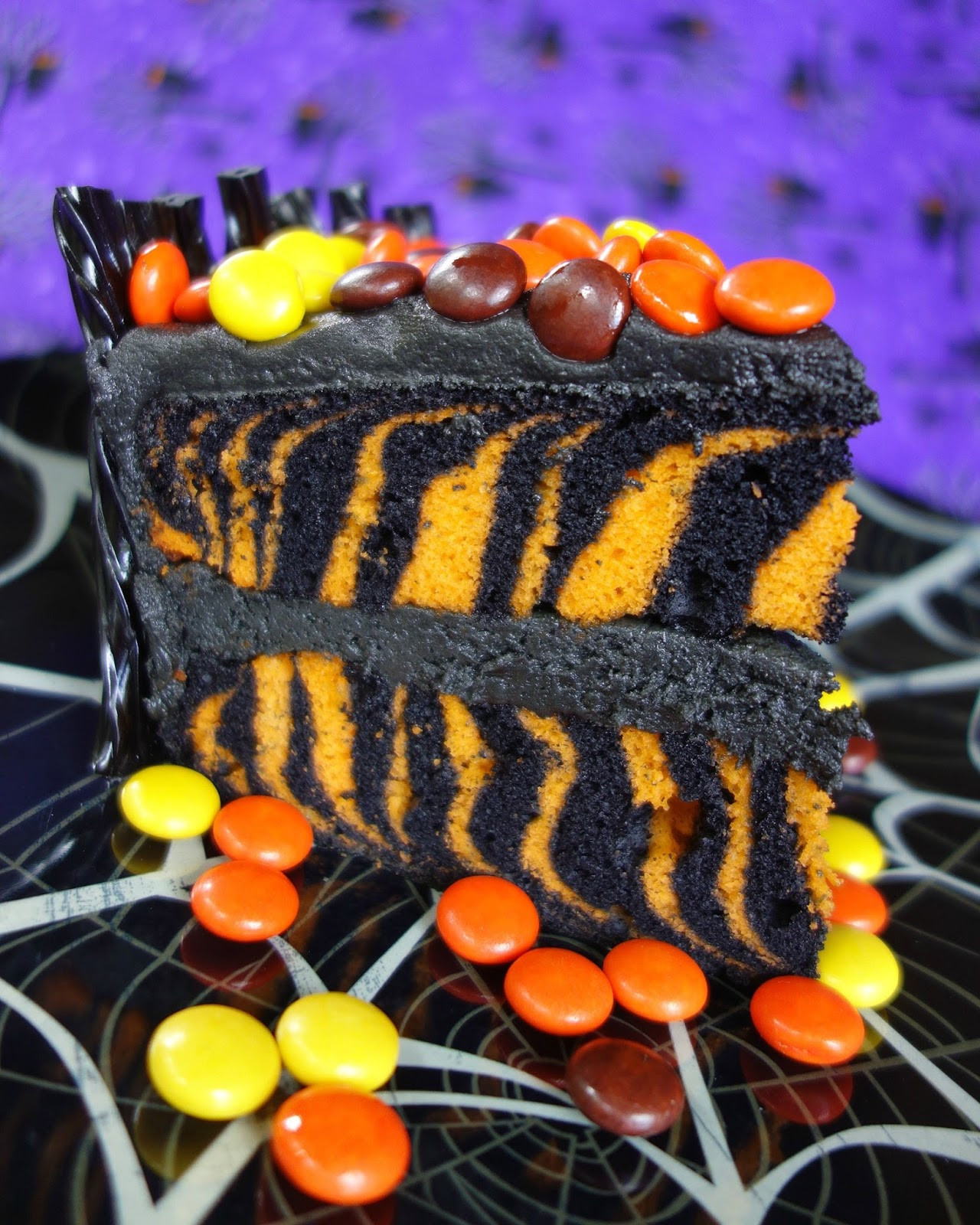Halloween Candy Cakes  Spooktacular Halloween Candy Cake