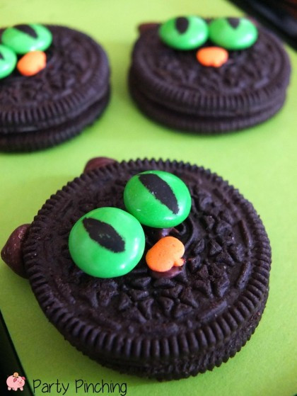 Halloween Cat Cookies  Black Cat Oreos recipe easy classroom party ideas for