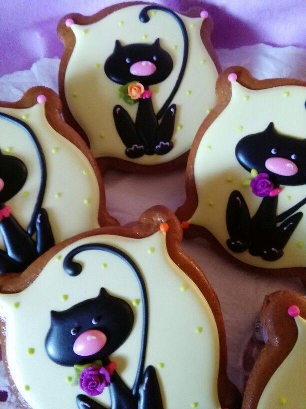 Halloween Cat Cookies  Halloween cats decorated cookies gingerbread