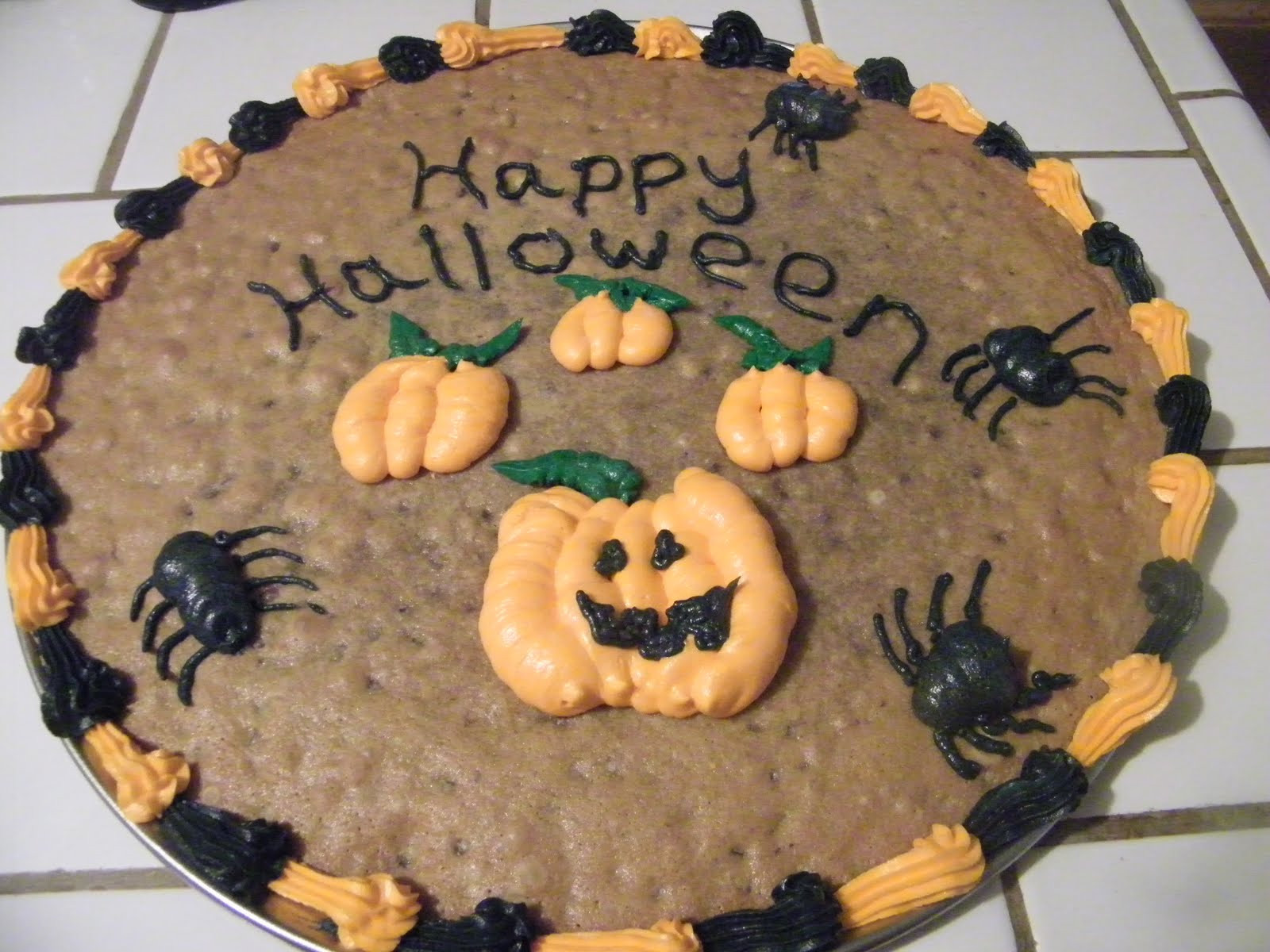 Halloween Cookie Cakes  Mugu Pie s Halloween Cookie Cake