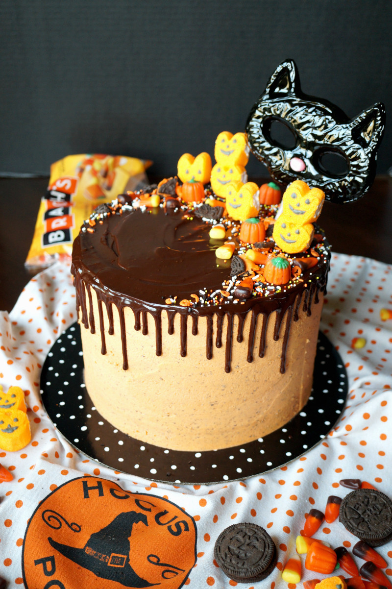 Halloween Cookie Cakes  Halloween cookies & cream cake
