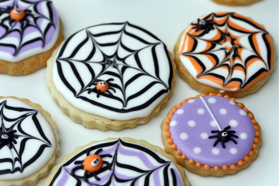 Halloween Cookies Decorations  How to Make A Spider Web Decorated Cookie