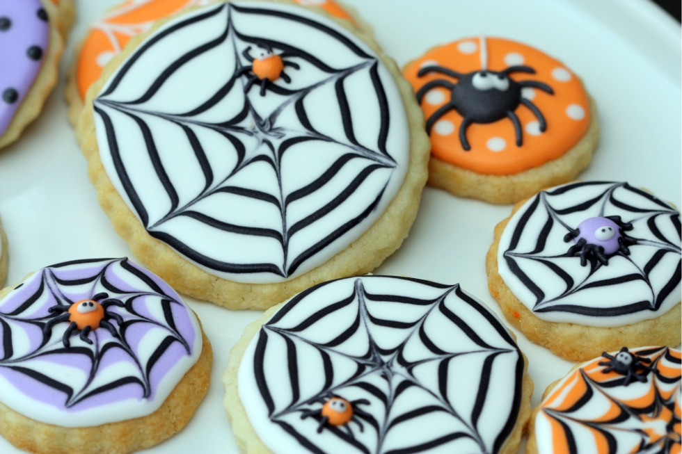 Halloween Cookies Decorations  Sweetopia How to Make A Spider Web Decorated Cookie