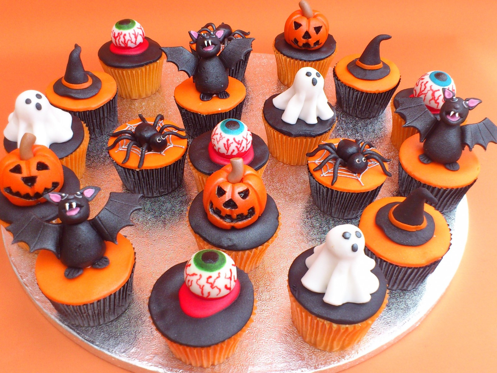 Halloween Cupcake Cakes  Recipes for Halloween Cupcakes Cookies Punch Cakes with
