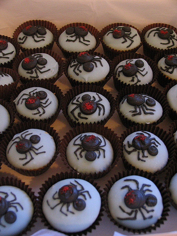 Halloween Cupcakes Decorating Ideas  Best Creative Decorating Ideas for Halloween Cupcakes