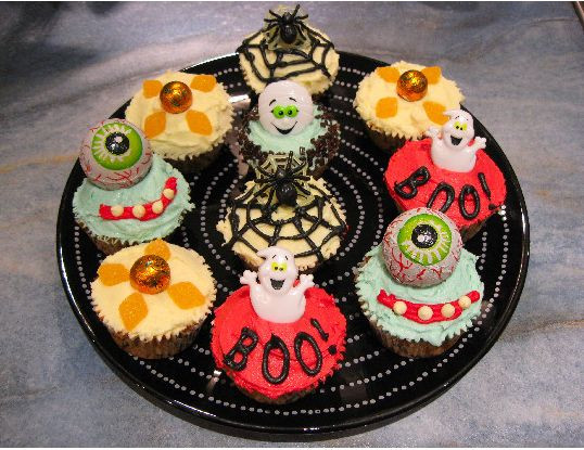 Halloween Cupcakes Decorating Ideas  halloween cupcakes decorating ideas JPG