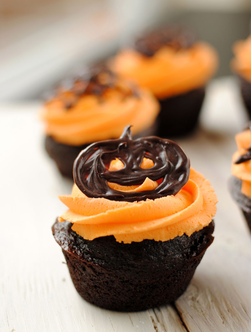 Halloween Cupcakes Recipe  Leanne bakes Halloween Cupcakes