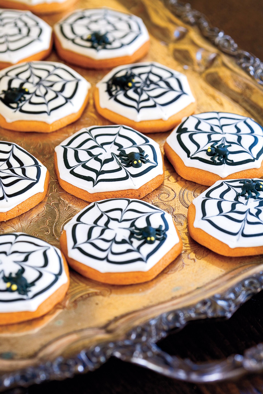 Halloween Decorating Cookies  11 Fun Halloween Decorating Ideas Easy Halloween Decorations