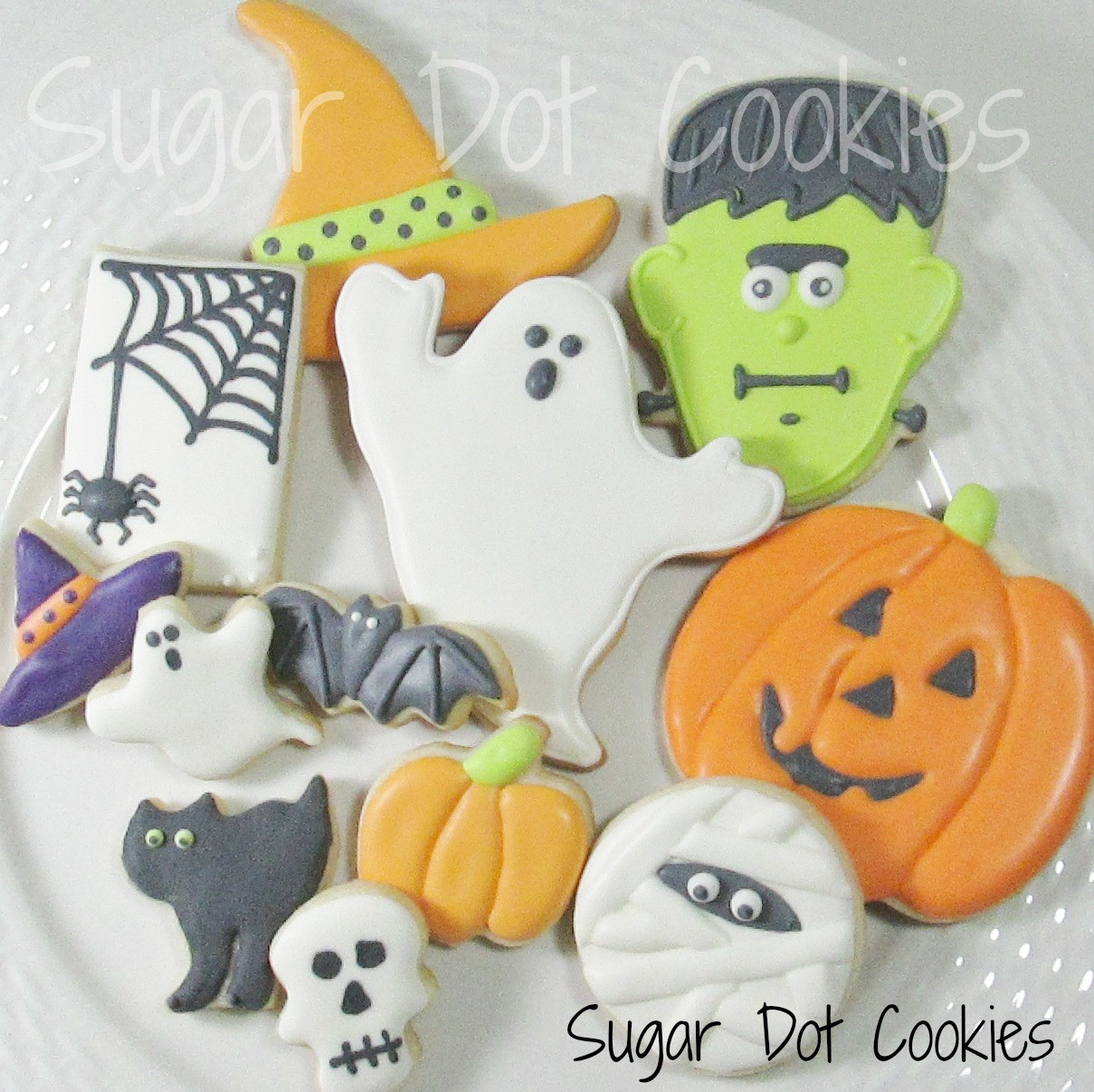 """Halloween Decorating Cookies  Here I am discussing """"wet on wet"""" and """"wet on dry"""