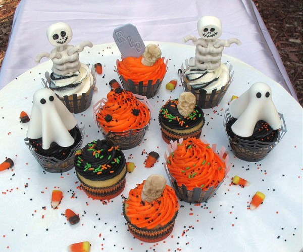Halloween Decorating Cupcakes  Easy Halloween Cupcake Decorations CakeCentral