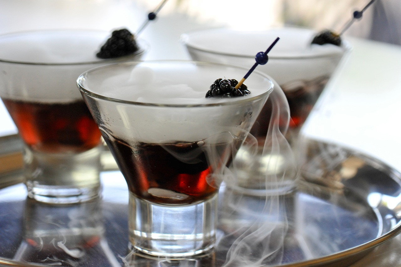 Halloween Drinks With Dry Ice  Haunting Your House for Halloween Effects