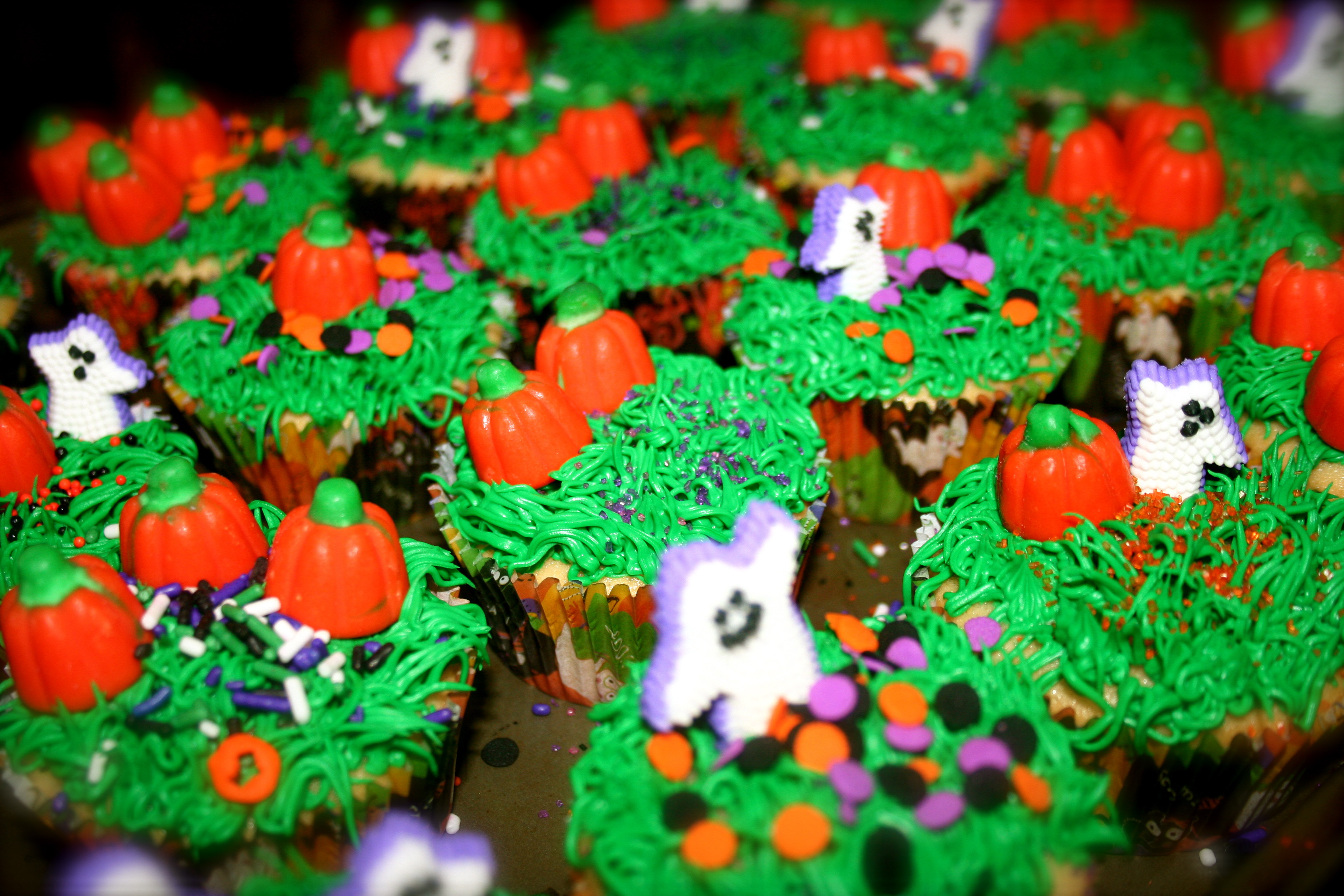 Halloween Inspired Cupcakes  HALLOWEEN themed cupcakes