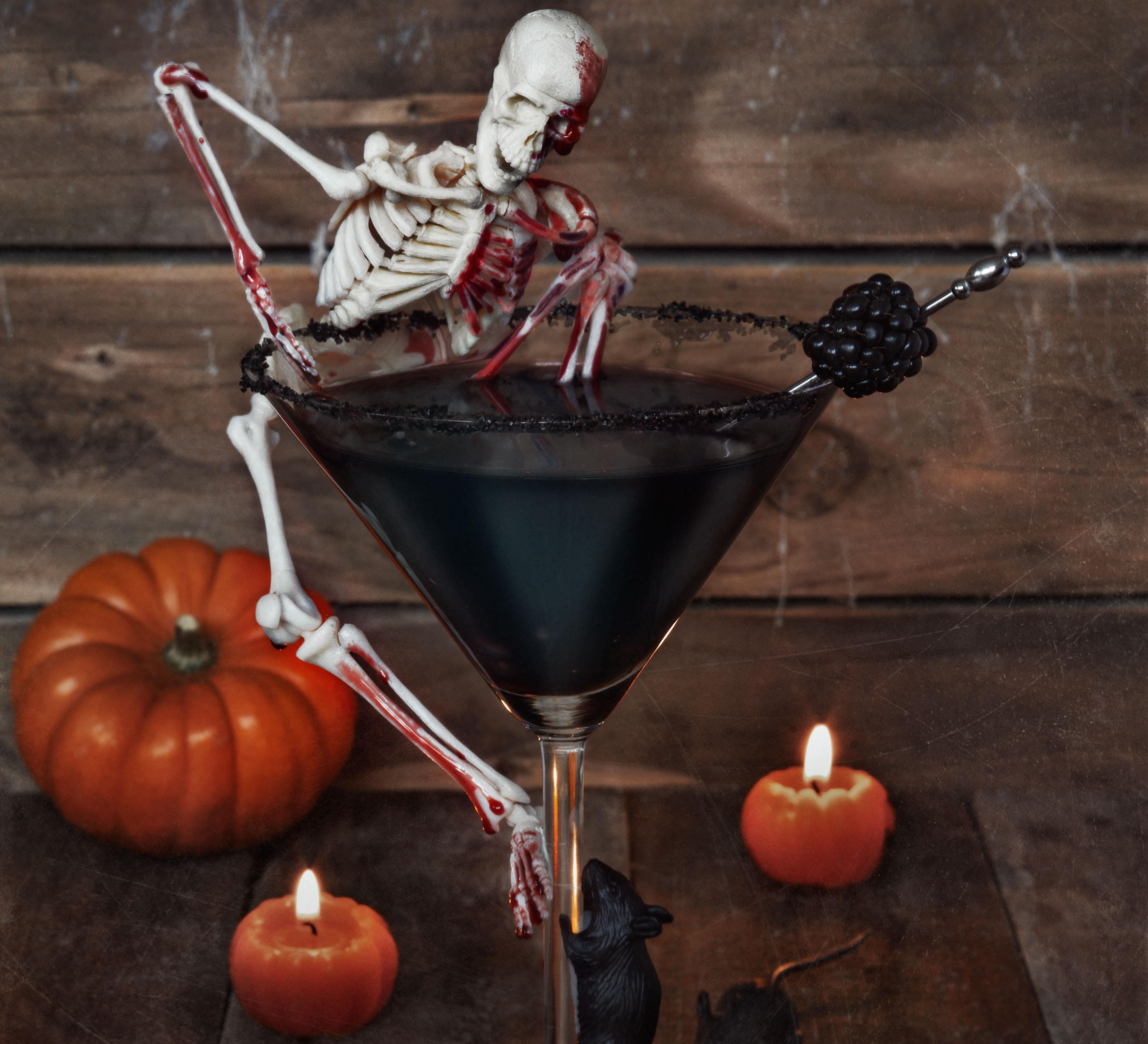 Halloween Liquor Drinks  Haunting Halloween cocktail
