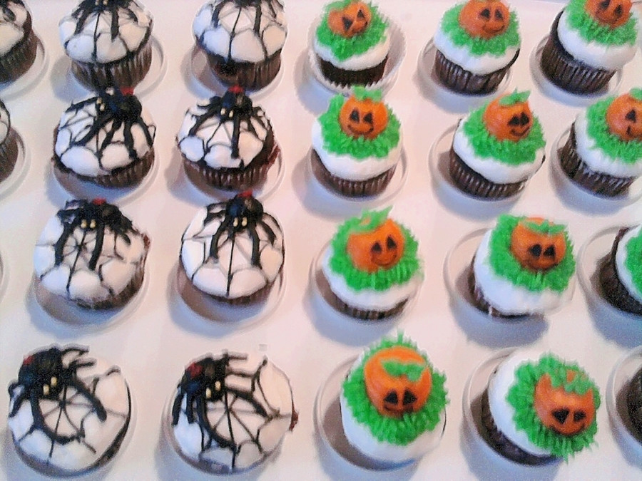 Halloween Mini Cupcakes  Halloween Mini Cupcakes CakeCentral