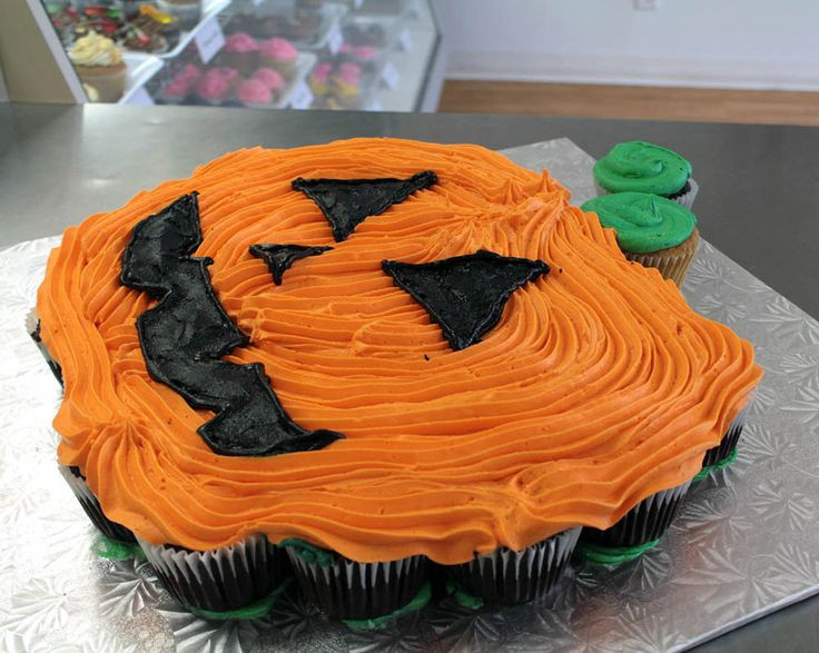 Halloween Pull Apart Cupcakes  24 best Cupcake Cakes images on Pinterest