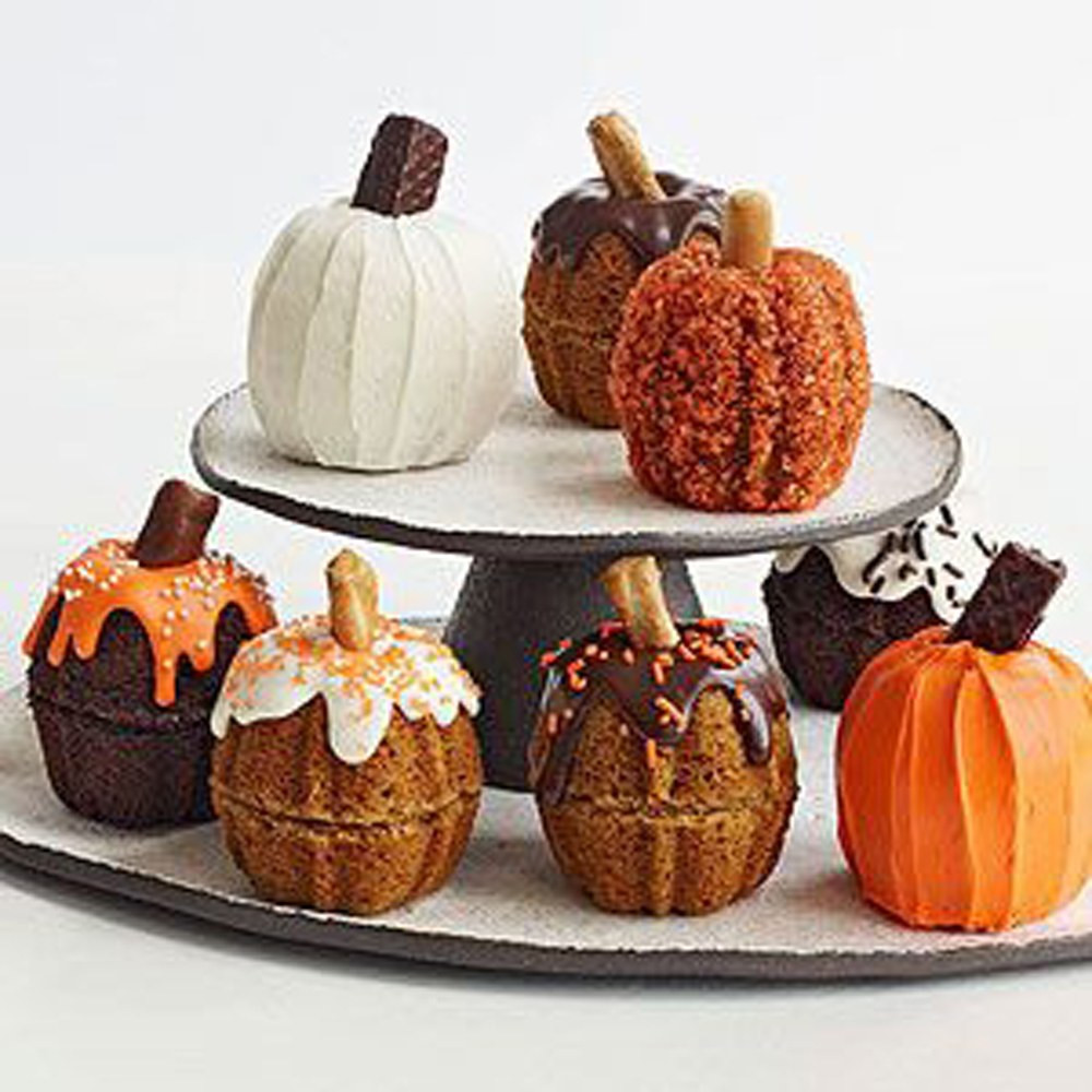 Halloween Pumkin Cakes  Most Pinned Halloween Candy Treats 2015